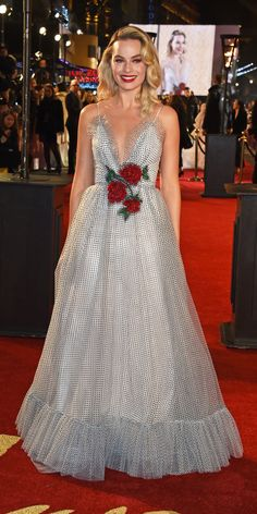 Look of the Day - Margot Robbie made a dreamy statement in a polka-dot, tulle, and rose-embroidered Rodarte gown at the 2018 British Fashion Awards. Celebrity Red Carpet, Celebrity Style, Nice Dresses, Summer Dresses, Awesome Dresses, Maxi Dresses, Margot Robbie Style, British Fashion Awards, Star Fashion