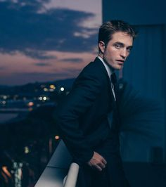 Another New Gorgeous Shot of Robert Pattinson from Cannes in Paris Match French Mag Twilight Edward, Twilight Saga, Edward Cullen, Robert Pattinson Twilight, Robert Pattinson Dior, Robert Douglas, Twilight Pictures, Roman, Young Actors