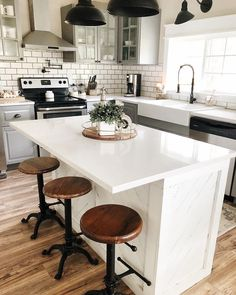 modern farmhouse kitchen with island and farmhouse stools farmhouse kitchen desi. modern farmhouse kitchen with island and farmhouse stools farmhouse kitchen design and decorating Farmhouse Stools, Modern Farmhouse Kitchens, Home Kitchens, Farmhouse Ideas, Rustic Kitchen, Kitchen Modern, Small Farmhouse Kitchen, Rustic Farmhouse, Minimalistic Kitchen