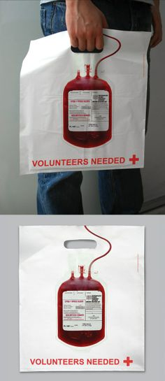 """Bolsa muy chula para fomentar la donación de sangre que simula estar """"enchufado"""" a la bolsa de sangre"""