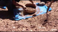 Il team Wasp studia il terreno di Ait Ben Haddou (Marocco) per realizzare case in argilla con la stampante 3d Delta Wasp. The Wasp Team studies the soil of A...