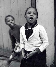 Harlem, singing - Vivian Cherry
