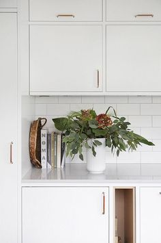 simple white kitchen with accent handles Kitchen Interior, Home Interior Design, Kitchen Design, Kitchen Decor, Cheap Office Decor, Home Remodeling Diy, Decoration Inspiration, Home Decor Paintings, Kitchen Styling