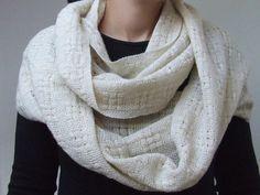 Infinity shawl. Handwoven. Cashmere. Ivory. Gold. Cotton. Lurex.