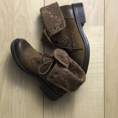 Add a feminine touch to your boot collection this season with the Oliver Boot from Payless!