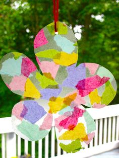 This is a simple and beautiful suncatcher craft project for toddlers that will use up the hours on a rainy day. All you need are clear contact paper, tissue paper, scissors, yarn, a hole punch and construction paper! The original Ray Ban aviator in Black Spring Art Projects, Easy Art Projects, Projects For Kids, Summer Crafts, Fun Crafts, Crafts For Kids, Toddler Art, Toddler Crafts, Flower Crafts