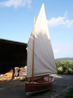 Stirling & Son take a clinker-built sailing dinghy to the Southampton Boat Show Marine Plywood, Plywood Boat, Wood Boats, Free Boat Plans, Wood Boat Plans, Wooden Boat Building, Boat Building Plans, Sailing Dinghy, Boat Projects
