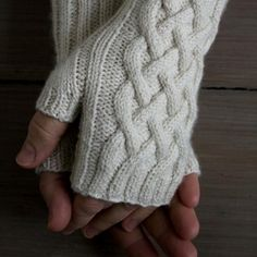 Spring Knits Traveling Cable Hand Warmers Knit up some beautiful mitts that are ideal for combating those early spring chills with this traveling cable hand warmers project! Fingerless Gloves Knitted, Crochet Gloves, Knit Mittens, Knit Or Crochet, Crochet Pattern, Free Pattern, Crochet Hand Warmers, Free Crochet, Purl Bee