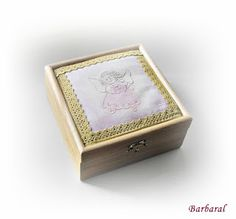 A treasue box with my own vegetable hand dyed threads and lace. Treasure Boxes, Minion, Decorative Boxes, Barbie, Sewing, Lace, Dressmaking, Couture, Stitching