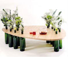 Mesas Eco Divinus con botellas de vino