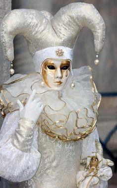 Venice carnival costume/mask- looks like some of my porcelain clown/mask dolls I collect! Venice Carnival Costumes, Mardi Gras Carnival, Venetian Carnival Masks, Carnival Of Venice, Venetian Masquerade, Masquerade Ball, Carnival Diy, Venice Carnivale, Venice Mask