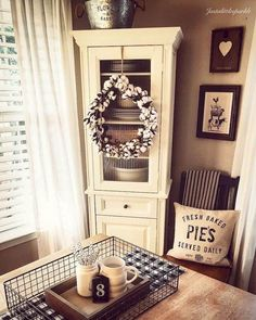 37 Timeless Farmhouse Dining Room Design and decor ideas that are simply charming . 37 Timeless Farmhouse Dining Room Design and decor ideas that are simply charming Source by Country Farmhouse Decor, Rustic Decor, Rustic Style, Farmhouse Style, Modern Farmhouse, Country Kitchen, Country Style, Vintage Farmhouse, French Country
