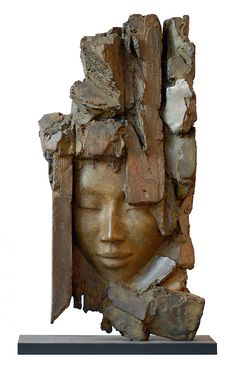 Barbara Soïa - La pesanteur et la grâce The unique relief and shaping of this piece is of particular interest to me, combined with the combination of portraiture with bark-like organic forms. Sculpture Head, Human Sculpture, Abstract Sculpture, Lion Sculpture, Ceramic Figures, Ceramic Art, Ceramic Sculpture Figurative, Sculpture Techniques, Masks Art