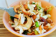 Sweet and tangy, crunchy and delicious, this Cashew Coleslaw recipe comes together fast and will become your new favourite coleslaw! Soup And Salad, Pasta Salad, Chinese Coleslaw, Smothered Chicken, Onion Salad, Coleslaw Mix, Mixed Nuts, Vegan Vegetarian, Salad Recipes