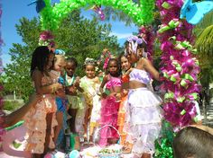 Utila Carnival traditionally begins with the crowning of the Carnival Queen and Carnival Princesses. Description from aboututila.com. I searched for this on bing.com/images