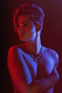 Photoshoot - Studioshoot - Kleuren - Colours - Colors - Kleur - Colour - Color - Lighting - Light - Licht - Rood - Red - Blauw -Blue - Body - Lichaam - Nude - Naked - Skin - Model - Girl - Woman - Vrouw