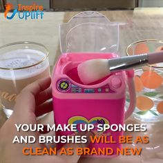 The Original Korean Makeup Sponge & Brush Washing Machine. Do you clean your makeup sponge and brushes regularly? Most people don't, and who can blame them? It's an annoying and messy task. Make Up Palette, Can Makeup, Beauty Makeup, Makeup Brush, Choses Cool, Make Up Tools, Mini Washing Machine, Xmax, Wash Brush