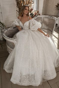 15 Dresses, Pretty Dresses, Bridal Dresses, Beautiful Dresses, Low Cut Dresses, Wedding Dresses With Straps, Dream Wedding Dresses, After Wedding Dress, Spaghetti Strap Wedding Dress