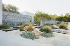 Visual Log of Projects / Work at Terremoto / A Landscape Office / LA + SF Califo. Visual Log of Pr Landscaping With Rocks, Modern Landscaping, Front Yard Landscaping, Landscaping Ideas, Dry Garden, Gravel Garden, House Landscape, Landscape Design, Australian Native Garden