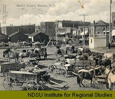 1900-1909 - Market Square, Mandan, N.D.  Bandstand on the right.