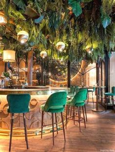 Take your indecisions and see better ideas of decorating your restaurant ! Interior design trends to decor your restaurant! Decoration Restaurant, Deco Restaurant, Hotel Decor, Restaurant Bar Stools, Luxury Restaurant, Restaurant Ideas, Restaurant Kitchen Design, Restaurant Restaurant, Restaurant Lighting