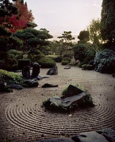 Japanese garden and gravel patterns (砂紋), http://www.japanesegardens.jp/explanations/000106.php