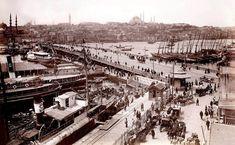 1915.. Bandırma Vapuru (alt soldaki ilk vapur) Karaköy rıhtımında ıvır zıvır işlerle vakit geçirip 4 sene sonrasını bekliyor..