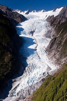 The Franz Josef Glacier is a 12 km long glacier located in Westland Tai Poutini National Park on the West Coast of New Zealand's South Island. Nz South Island, New Zealand South Island, Kia Ora, Places To Travel, Places To See, Franz Josef Glacier, Parque Natural, New Zealand Travel, Places Around The World