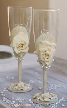 Wedding champagne glasses - made with polymer clay #handpainted #paintedglass #DIY #decorativepaint