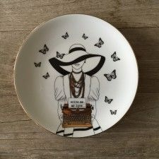 Daktilolu Kız Tabak Texture Painting, Stone Painting, Ceramic Plates, Ceramic Art, Fancy Dishes, Engraved Plates, Dinner Plate Sets, China Painting, Pottery Painting