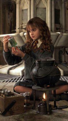 57 Ideas wallpaper iphone harry potter hermione for 2019 Hermione Granger, Harry Potter Hermione, Fantasia Harry Potter, La Saga Harry Potter, Mundo Harry Potter, Harry Potter Tumblr, Harry Potter Pictures, Harry Potter Aesthetic, Harry Potter Facts