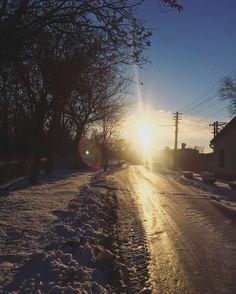 🇬🇧You get up in the morning And you see those sun rays. What good can happen to you today? 🇸🇰ráno vstaneš a vidiš takéto slnečné lúče. Čo dobré sa môže dnes tebe stať?