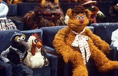 The Muppets and Fozzie Bear in The Muppet Movie Cartoon Tv, Cartoon Characters, Les Muppets, Statler And Waldorf, The Muppet Movie, Sesame Street Muppets, Fraggle Rock, Nyan Cat, Miss Piggy