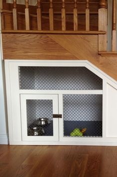 Having dogs needs a cozy dog house. You seem to require personalizing the dog's house based on your desire. Read Stunning and Cute Dog House Under Stairs Under Stairs Dog House, Space Under Stairs, Under The Stairs, Dog Spaces, Dog Area, Animal Room, Dog Rooms, Storage Design, Storage Ideas