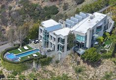 Another Angle of Rihanna's new house, as of 4-1-14, in the Hollywood Hills