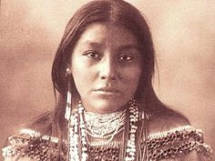 Early 1900s photo of a Blackfoot Indian Girl