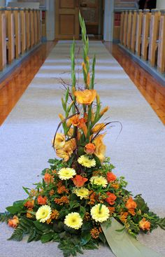 Hög sorgdekoration i gult och orange Nr 18H