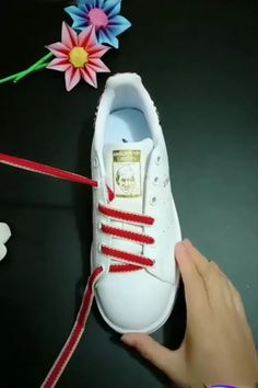 Creative Ways to Tie Your Shoelace – Unique Tying Guide Ways To Lace Shoes, How To Tie Shoes, Your Shoes, Diy Clothes And Shoes, Diy Clothes Videos, Ways To Tie Shoelaces, Shoe Lacing Techniques, How To Lace Converse, Diy Fashion Hacks