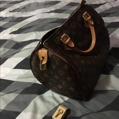 Louis Vuitton speedy bag Brand new. Only use it twice. Has a key for the lock. New condition. Louis Vuitton Bags