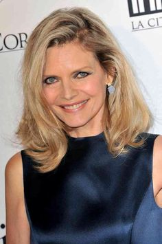 Image from http://bestcelebritystyle.com/wp-content/uploads/2015/02/michelle-pfeiffer-medium-wavy-cut.jpg.