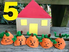 Egg Carton Pumpkins Counting Activity #prek #education (pinned by Super Simple Songs) #Halloween