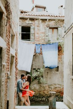 Dreaming of a trip to Venice, Italy? check out 50 photos of the Venice Canals to fuel your wanderlust!   Travel + Vacation Photographer   Family Vacations   Engagement Proposals   Honeymoons   Anniversary Gifts   Bachelorette Ideas   Solo Traveller Tips    Flytographer captures your travel memories - everything from surprise proposals, honeymoons, family vacations, and more.