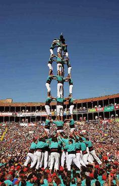 In heel Catalonië -en ook in grote delen van de Comunidad Valenciana- bestaat de traditie om 'castells', menselijke torens, te bouwen. Dit...