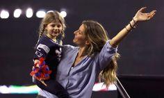 Como un cuento de hadas: El mágico beso de Gisele y Tom tras el increíble final del Super Bowl