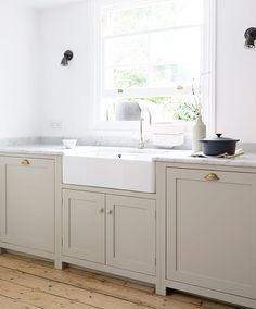 A simply beautiful Shaker kitchen in sunny Brighton #deVOLKitchens