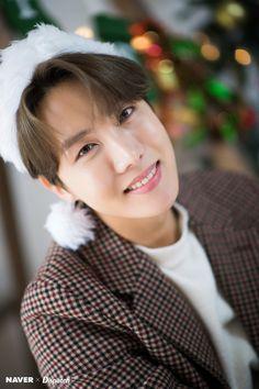 J-hope (Hoseok) of BTS : Christmas Special 🎄🎁 Seokjin, Kim Namjoon, Kim Taehyung, Jung Hoseok, K Pop, Bts J Hope, Gwangju, Btob, Mamamoo