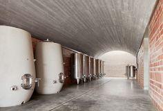 Bodega in Mont-Ras von Jorge Vidal und Víctor Rahola / Gewölbeschiffe für den Wein - Architektur und Architekten - News / Meldungen / Nachrichten - BauNetz.de