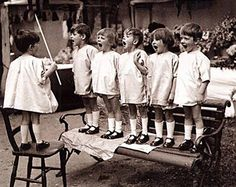 Little-Known Second Verses of 10 Children's Songs. I actually knew most of the verses to London Bridge, all the rest were news to me. Funny Kids, Cute Kids, Black White Photos, Black And White, Vintage Children Photos, Lewis Carroll, Jolie Photo, Vintage Photographs, Old Photos