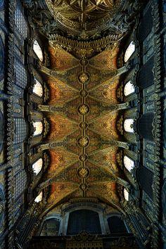 Ceiling of Church Santa Clara, By João Zero Santa Clara, Religious Architecture, Amazing Architecture, Porto City, Sea Activities, Medieval Castle, Eurotrip, Best Cities, Lisbon