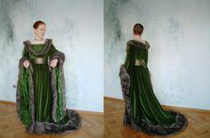 Must weigh a fair bit fabric and fur wise Renaissance Costume, Renaissance Dresses, Medieval Costume, Medieval Fashion, Medieval Clothing, Gypsy Clothing, Historical Costume, Historical Clothing, Larp